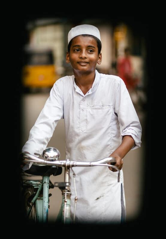 Portrait photo d'un enfant avec un objectif plein format sur apsc
